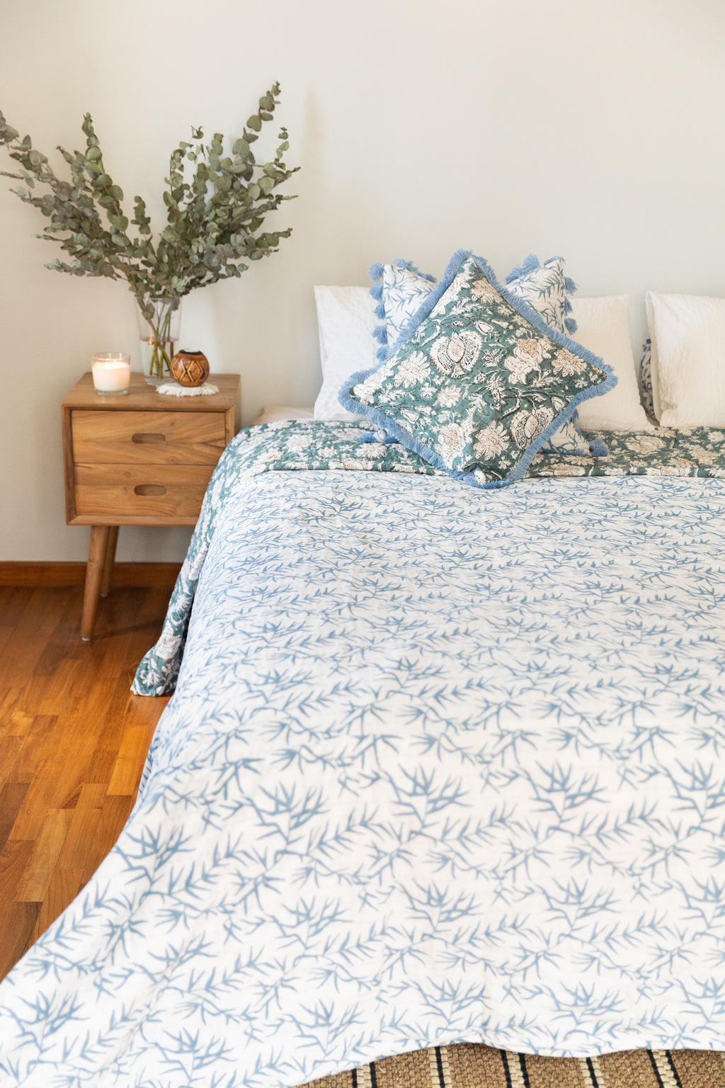 Single Size Bed Cover Blue and white