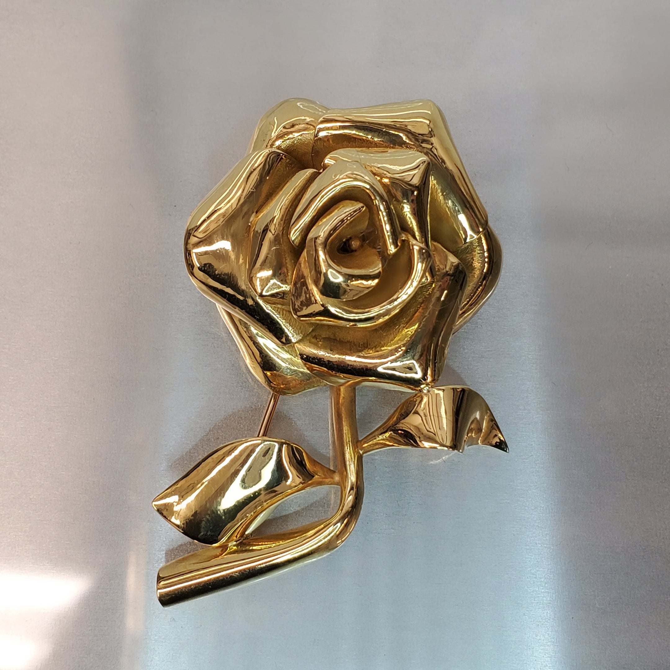 18 karat yellow gold, large rose flower design, estate brooch