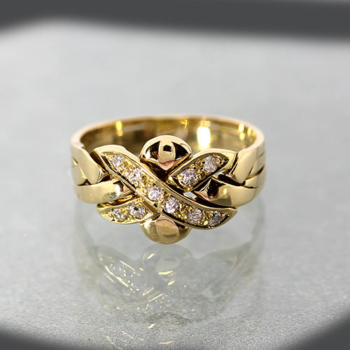 Estate 18k yellow gold diamond puzzle kiss ring