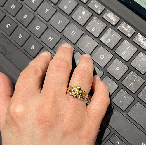Estate 18k Kiss puzzle ring