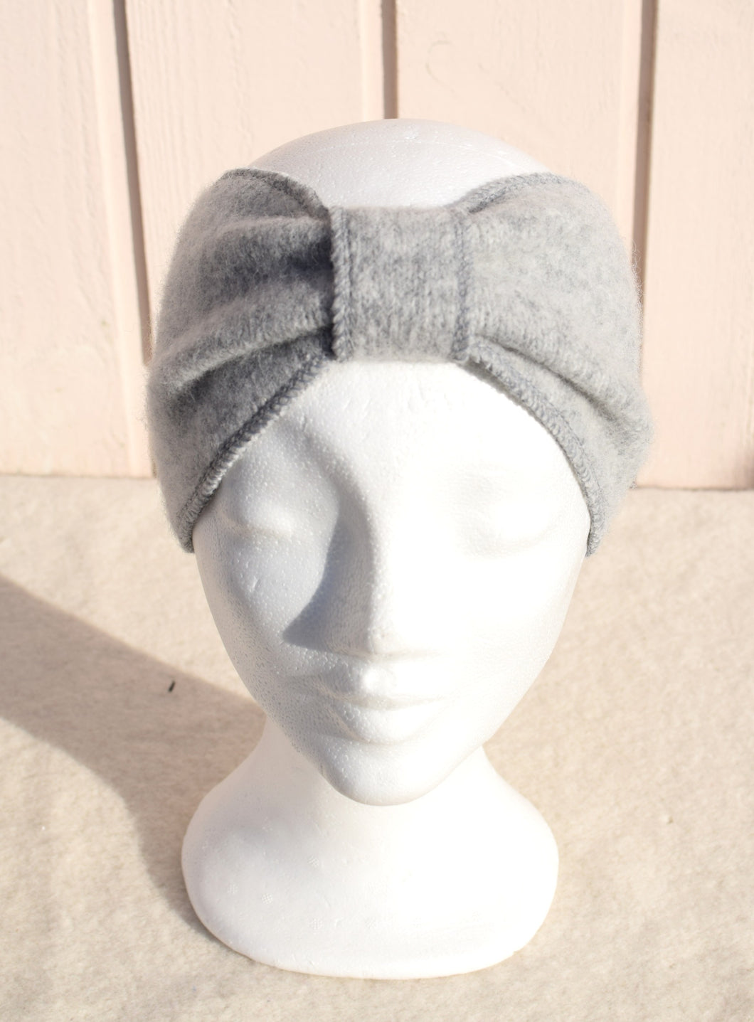 Headband with circle in the middle