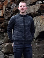 Load image into Gallery viewer, Open sweater with faroese pattern, 'the hen's poke'