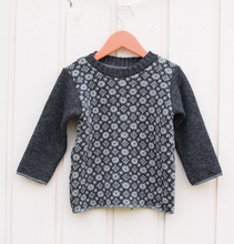 Load image into Gallery viewer, Sweater with smart collar and faroese pattern