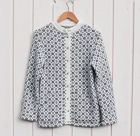 Buttoned sweater with faroese pattern and pockets