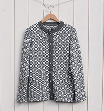 Load image into Gallery viewer, Buttoned sweater with faroese pattern and pockets