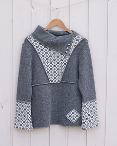 Smart sweater with large collar and faroese pattern