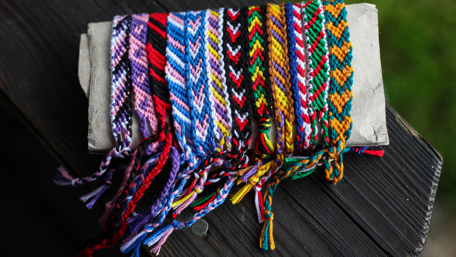 THE HISTORY OF FRIENDSHIP BRACELETS