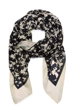 Load image into Gallery viewer, Florence Scarf Pied De Horse Black & White