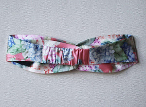 GUCCI FLORAL PRINTED TWISTED SILK SATIN HEADBAND