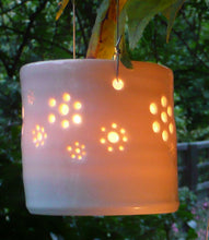 Load image into Gallery viewer, Daisy field hanging mini porcelain tealight holder
