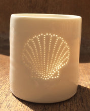 Load image into Gallery viewer, Fan Shell mini porcelain tealight holder