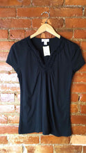 Load image into Gallery viewer, Ann Taylor LOFT Black Size Medium T-shirt