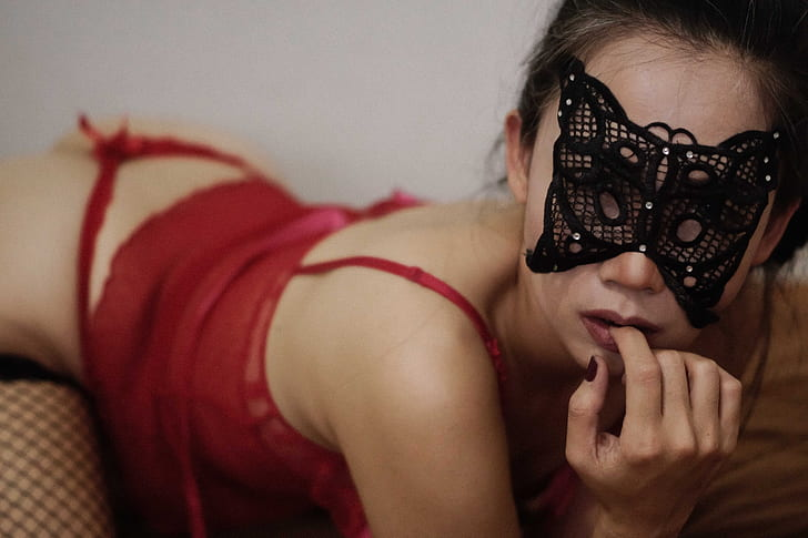 5 Tips to Take the Perfect Lingerie Photos During Social Isolation!