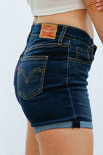 Laden Sie das Bild in den Galerie-Viewer, Vintage Levis Shorts (XS)