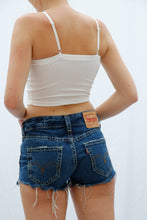 Laden Sie das Bild in den Galerie-Viewer, Vintage Levis Shorts (S)