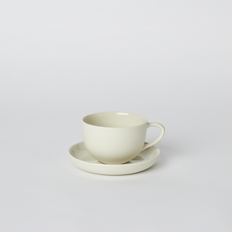 Teacup and Saucer Round in Milk