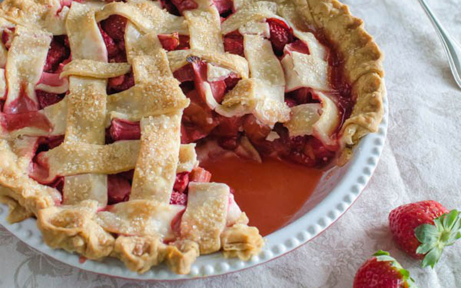 These Flaky Strawberry Rhubarb Cheesecake Pastry