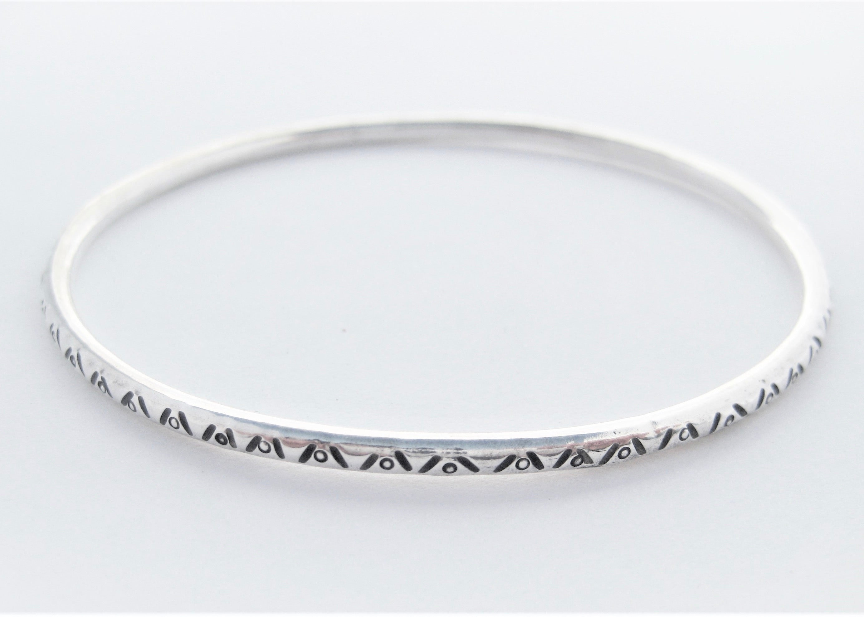 Zig Zags & Dots Bangle (3mm)