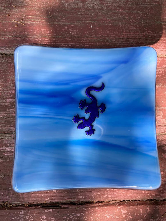 Dish Beautiful Soft Blues with a Gecko!
