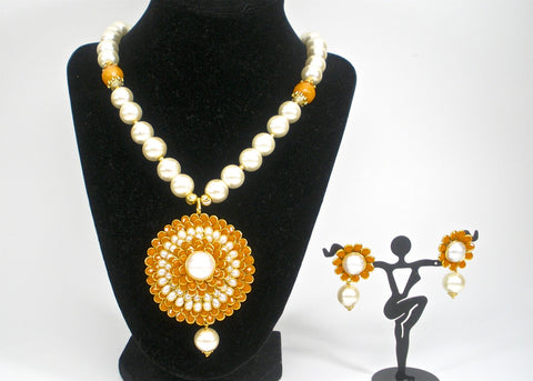 pearl set with pachi pendent