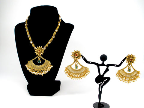 antique necklace set with fan shaped pendant