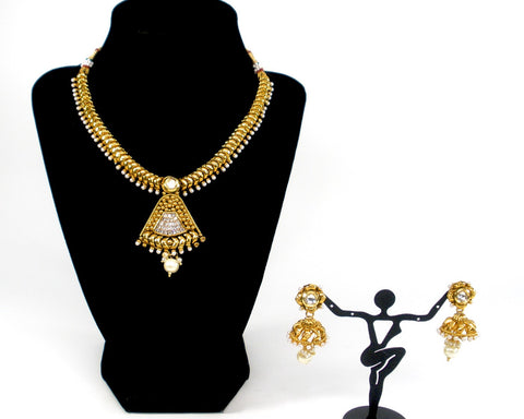 fan shaped pendant set in broad gold chain