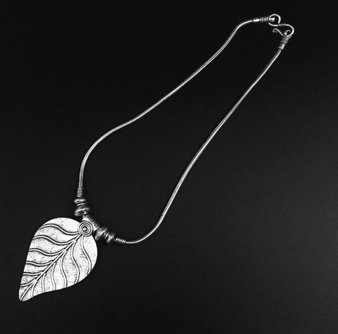 leaf pendant in oxidized chain