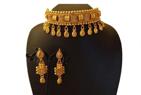 grand gold choker with stones