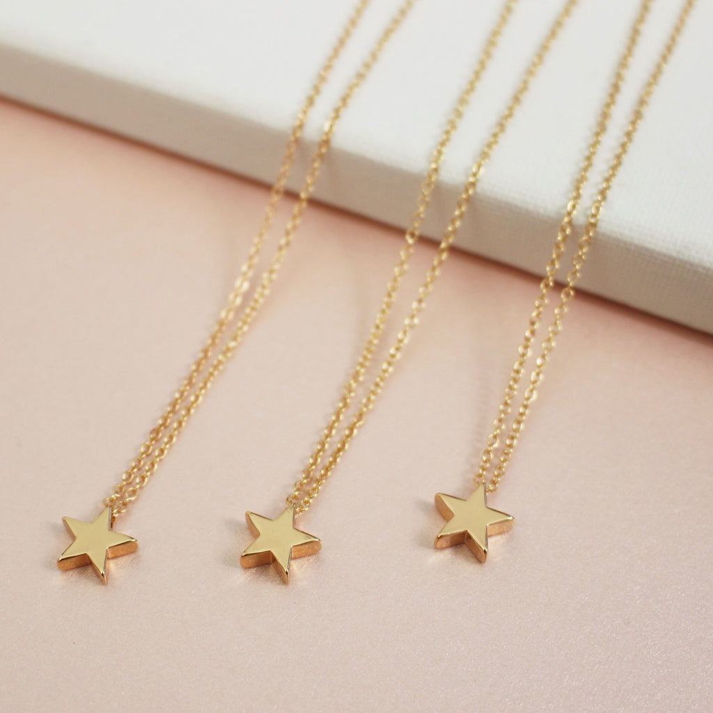 Delicate Gold Necklace with Star Pendant