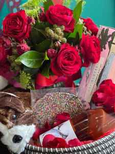 PAMPER HAMPER WITH FLORAL POSY AND BUBBLES