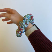 Load image into Gallery viewer, The Maggie Scrunchie