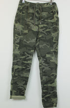 Load image into Gallery viewer, Camo print Easy Fit trousers