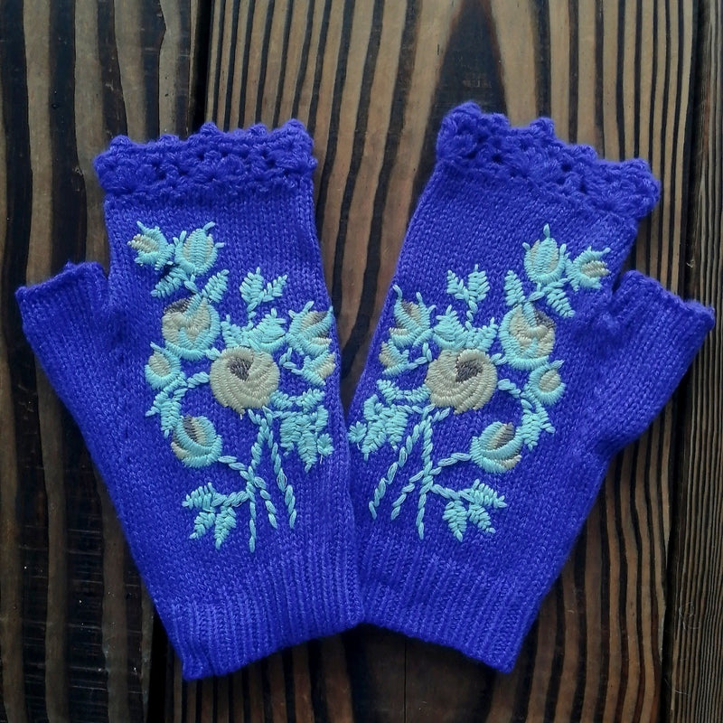 Wool knitted embroidery gloves