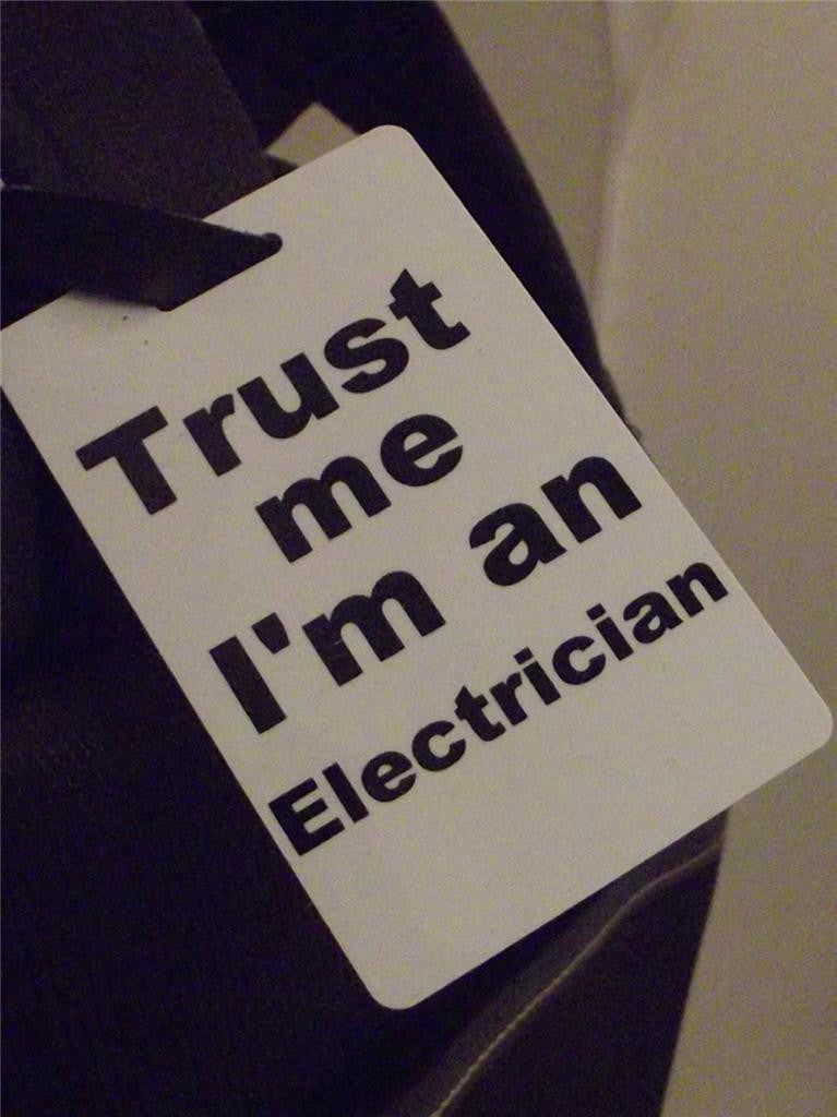 Novelty Luggage Crew Tags - Trust me, I'm A Electrician -  Inflightgoods