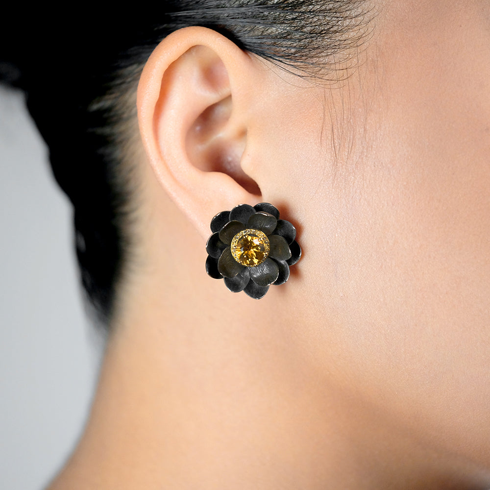 Lotus Earrings in Yellow Gold and Black Silver, Medium