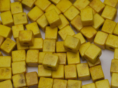 Yellow Cubes 4x4x4mm