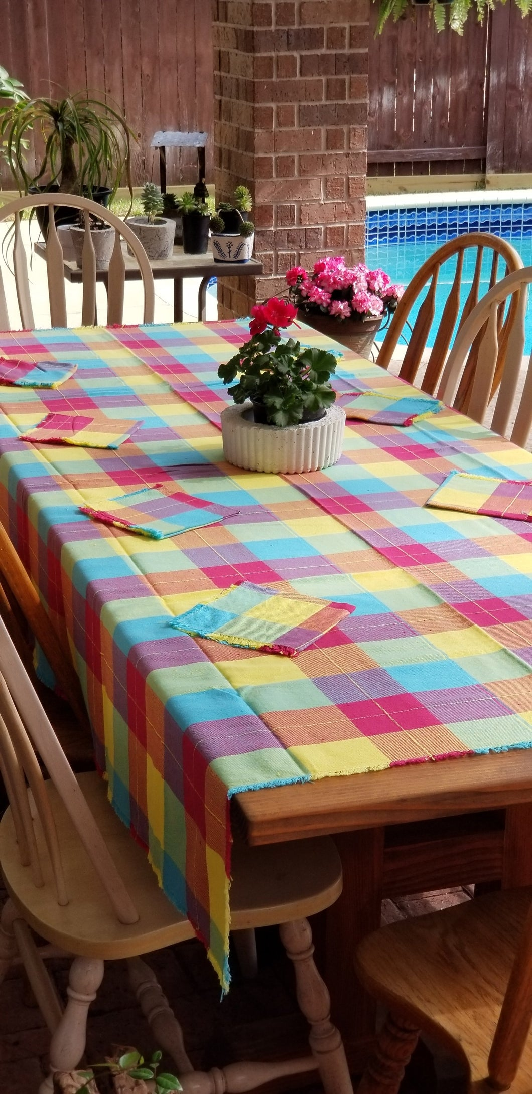Rectangular Happy Tablecloth with 8 Napkins