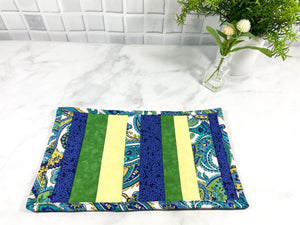 These quilted cat mats are a great gift for that special cat lover in your life.  They are made from 100% cotton, are washable and make a great addition to your cat's feeding station.  Place the food or drink bowls on these placemats and listen to your kitty purr.