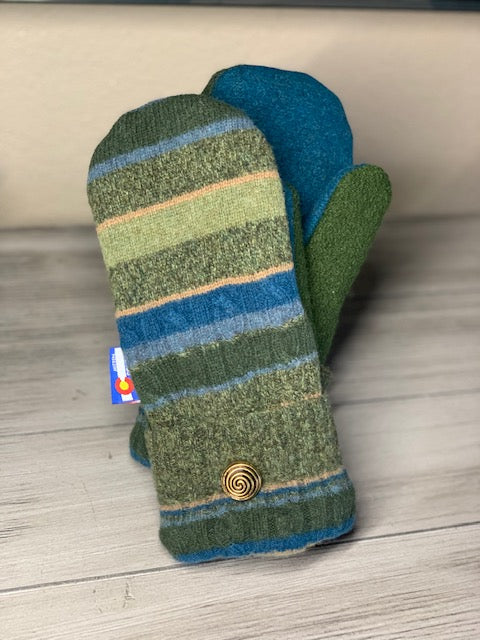 Woman's Large Mittens  Green/Blue