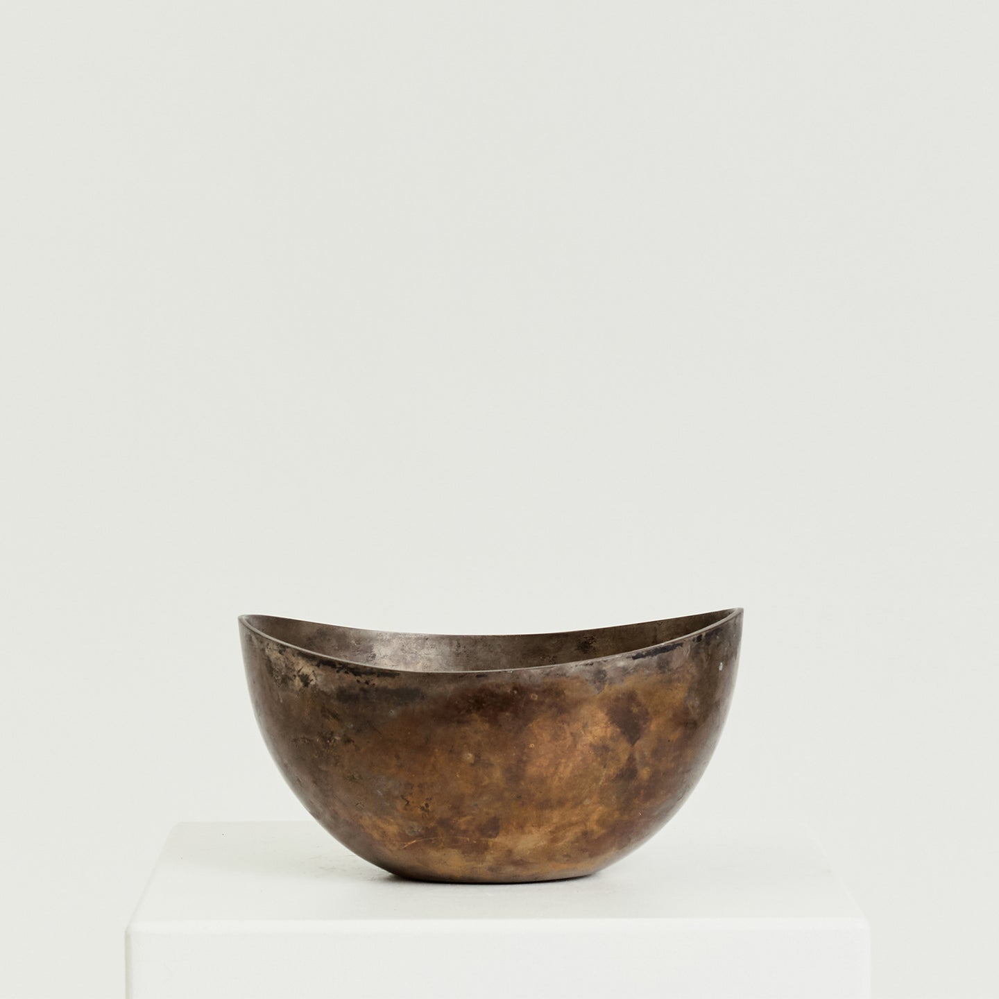 Heavy brass bowl with patina - HIRE ONLY
