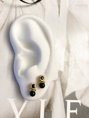 Round earrings with black pearl with zircon