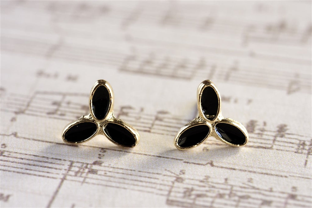 3-leaf earring with black enamel