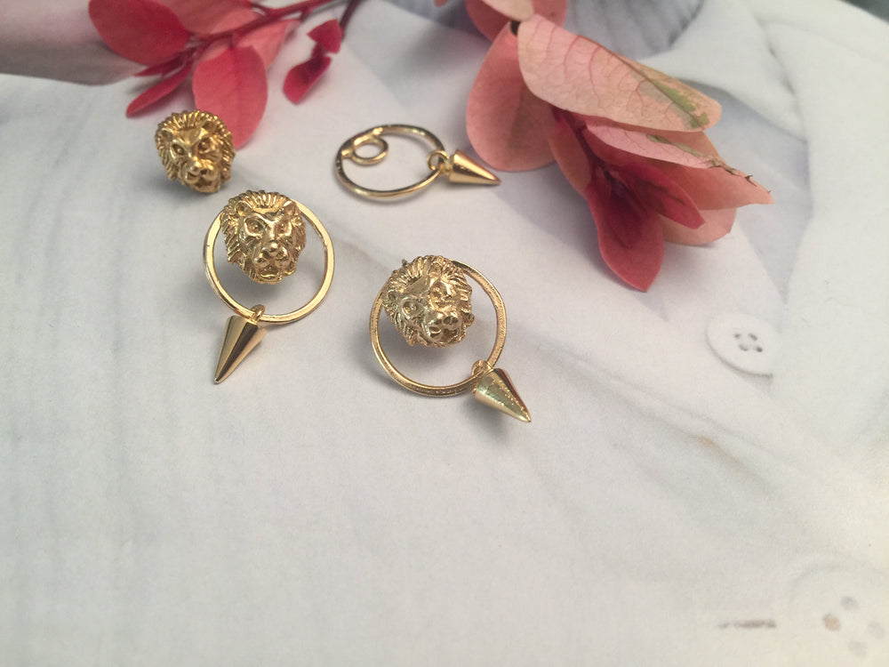 Double-sided lion earrings with nit circle