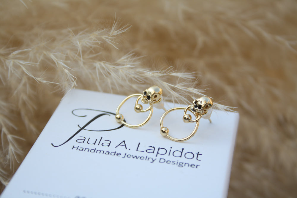 Small double-sided skull earrings