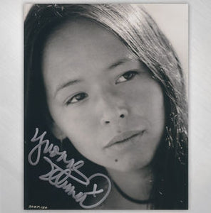 "YVONNE ELLIMAN - ""CLOSE UP"" 8X10 SIGNED IN SILVER"