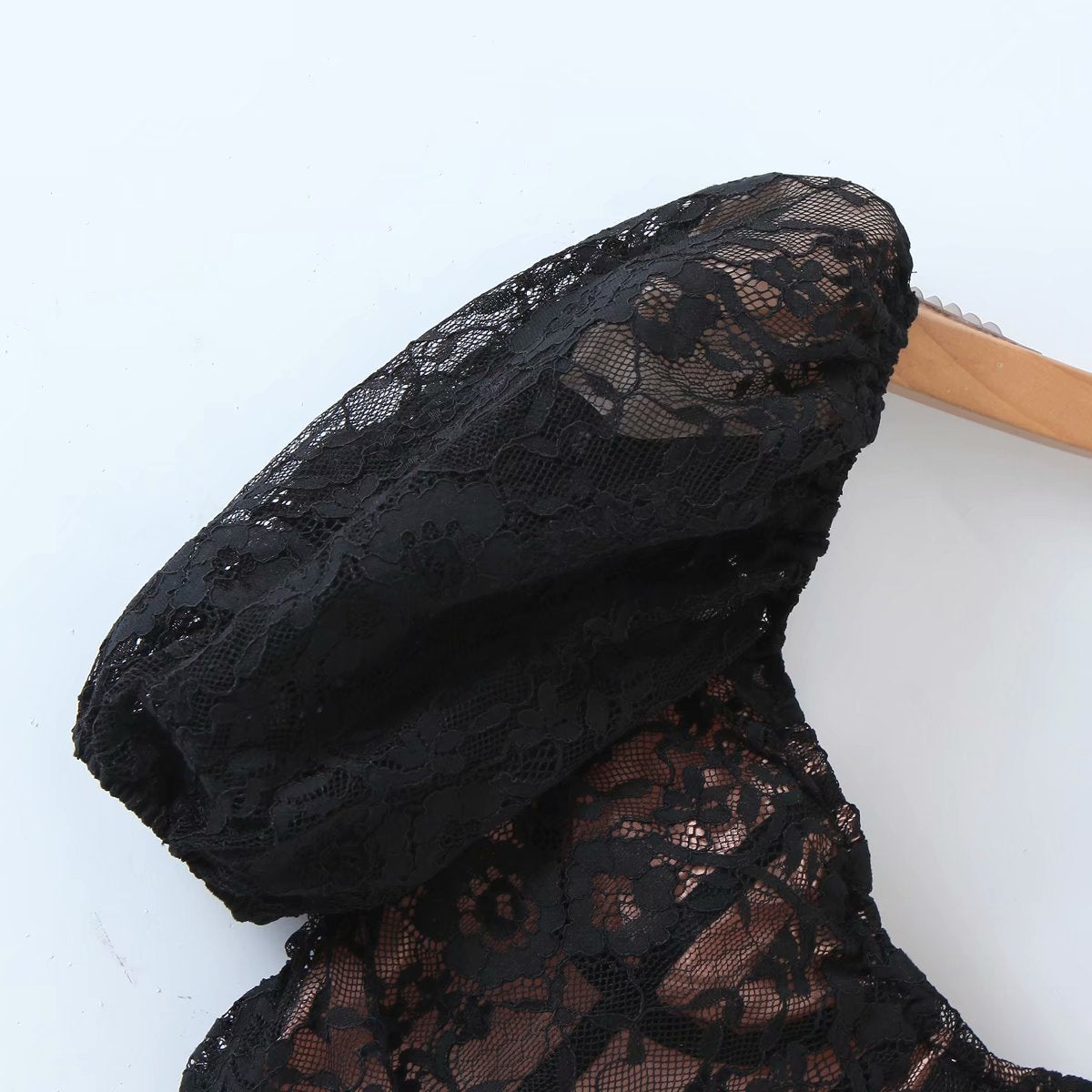 Load image into Gallery viewer, Black Lace Puff Sleeve Crop Top