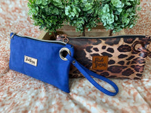 Load image into Gallery viewer, FREE Shazzy Wristlet PDF Pattern