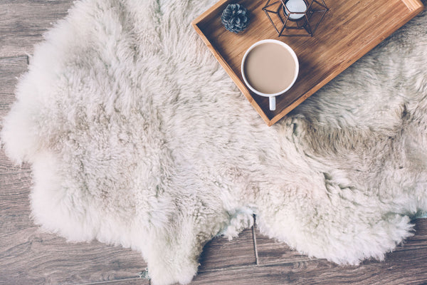 Faux fur rug with tray