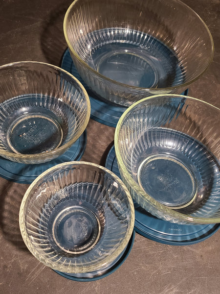 Pyrex glass ribbed bowl set with lids