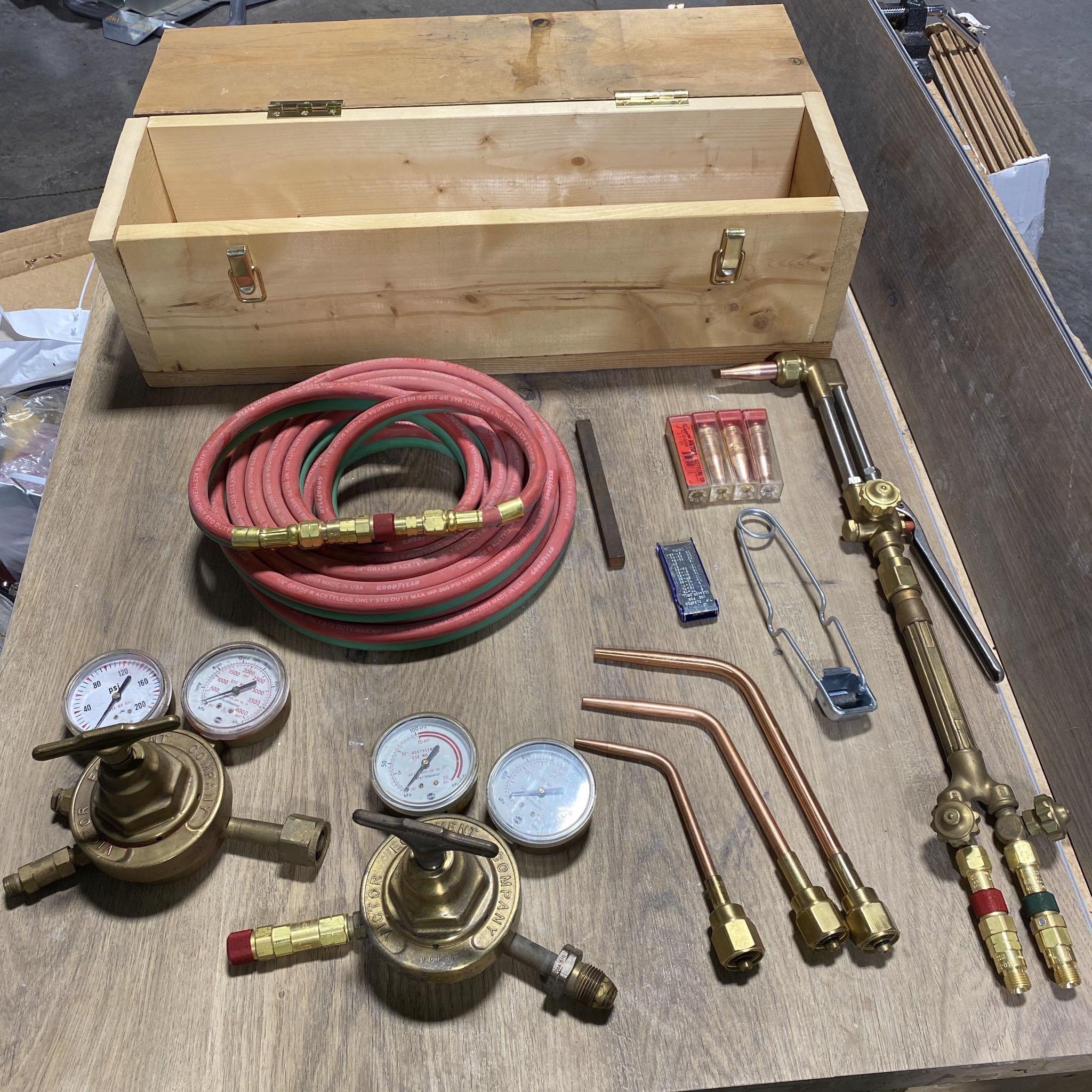 Victor Oxy/Acetylene Torch Kit (everything but the bottles) 14 Pieces With Case